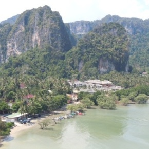 Hotel Hopping, Muay Thai Fighting and Pyromaniacal Tendancies in Railay Beach