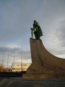 Statue of Leif Erikson in front of Halgrimskirka